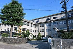 市立堀川小学校(約500m:徒歩7分)