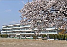 飯能市立富士見小学校まで徒歩6分(461m)