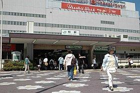 柏駅まで徒歩19分。駅前には多種多様なお店が並んでいます。