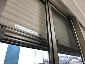 防犯シャッター網戸  1階には防犯シャッターを設置しておりま