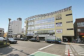 徒歩10分。JR平塚駅南口。