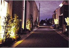 夜の街を安全に美しく照らす照明計画。