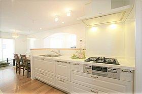 こだわりの無垢キッチンは人気のオプション仕様。