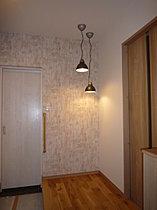 玄関の照明器具がとても印象的なC棟