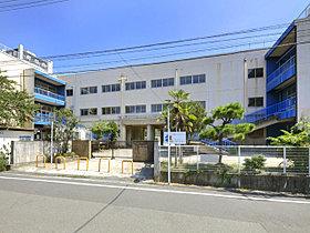 やさしいこころにあふれた学校 市川小学校まで徒歩7分。