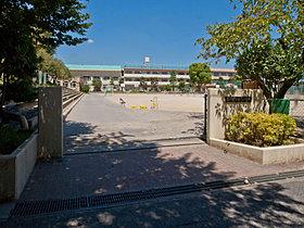 ◆第二中学校・・・徒歩6分(450m)