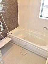 浴室の設備 (デザインは各棟異なります。)