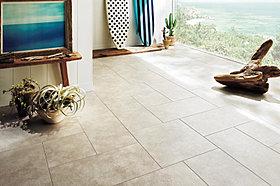 SOHOは自然石の表情をリアルに再現したフロアタイル敷き