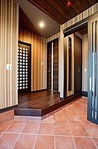 スッキリとした玄関スペースがご家族、ゲストを迎えます