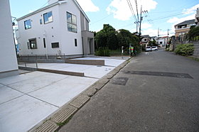 カースペースは嬉しいコンクリート仕上げ。2台分ございます!