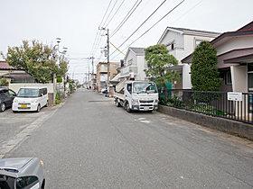 前面道路は約7.1m幅、開放感溢れる街並みです。