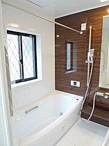 ゆりかごのようなクレイドル浴槽が一日の疲れを癒します。