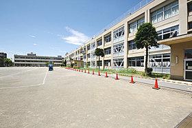 徒歩16分の「霞ヶ関小学校」