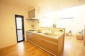 LDとキッチンの足元に床暖房完備でママニッコリ