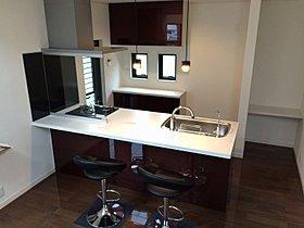 キッチンは個性的に。扉面材は豊富な種類があります。(施工例)