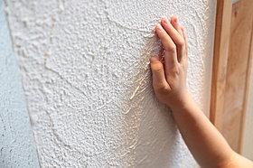 【自然素材】漆喰や無垢フローリングを採用しております。