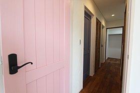 居室ドアはすべて無垢材