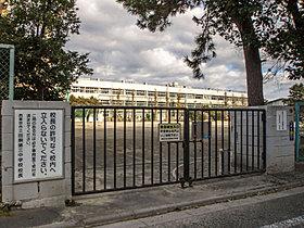 西東京市田無第三中学校・・距離1000m(徒歩13分)