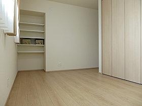 主寝室にもクローゼットを設置。収納力の高いお家。