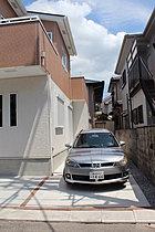 お車は2台駐車できるようスペースを確保しております!