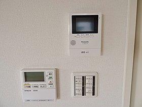 キッチン横に浴室のリモコンとインターホンがあって便利です!