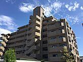 閑静な住宅街に佇むマンション