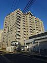 駒澤大学駅徒歩2分、三軒茶屋駅徒歩15分の好立地。夜間オートロック。広々のトランクルーム付き。