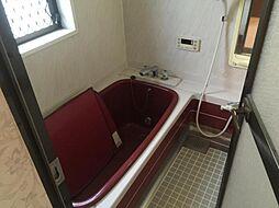浴室にも窓があり、しっかり換気が出来ます