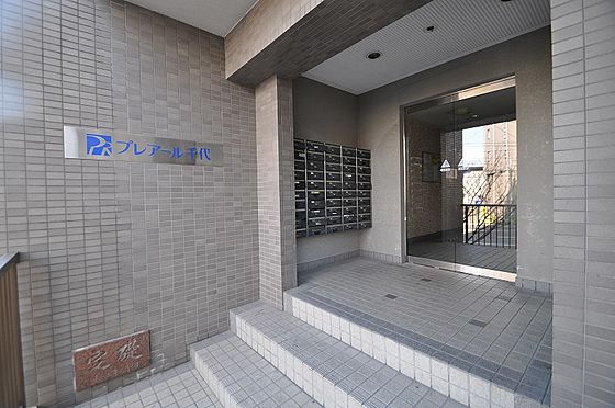 ビル(建物全部)-福岡市博多区千代2丁目 重厚感のある外観にマッチした入口