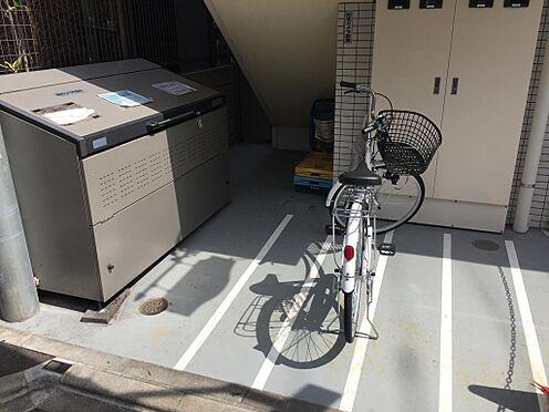 マンション(建物全部)-新宿区百人町1丁目 こちらは自転車置場とゴミ置き場になります。