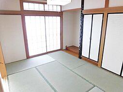 リフォーム済み。1階和室です。天井、壁のクロスを張り替え、畳は表替えを行いました。