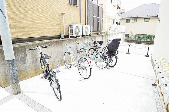 アパート-新宿区若葉1丁目 敷地内に駐輪場あり。