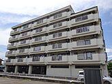 RC造6階建。1階は一部吹き抜け駐車場です