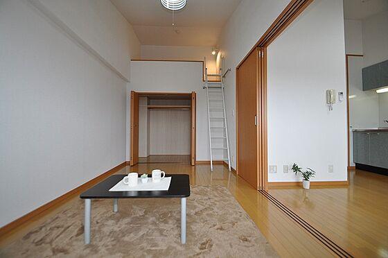 ビル(建物全部)-福岡市城南区南片江1丁目 収納もしっかりできる洋室