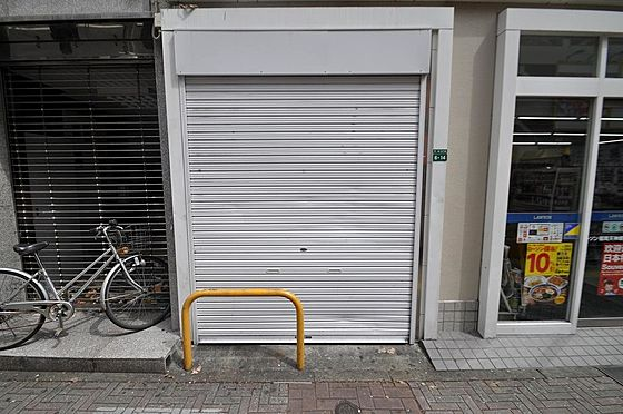 ビル(建物全部)-福岡市中央区天神3丁目 セキュリティ対策にもなる防犯シャッター付き
