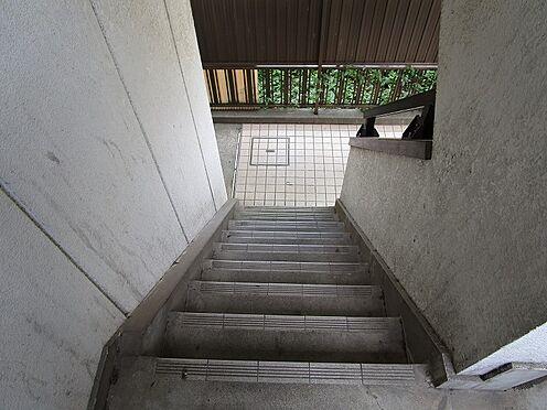 マンション(建物全部)-葛飾区東四つ木4丁目 手すり付きで安心な共用階段。
