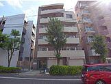 東急多摩川線武蔵新田駅から徒歩2分、環八通り沿いの利便性の高い好立地です。周辺に商業施設や飲食店が立ち並んでいるので、快適に過ごせます。