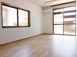 リフォーム済み。リビングです。天井、壁のクロスを張り替え、床はクッションフロアーに張り替えました。