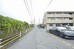 前面道路は約5mあり車の出入りも楽に可能