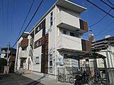 木目調やタイル調の外壁がお洒落な築浅木造売アパート。