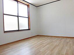 リフォーム済み。2階東側洋室です。天井、壁のクロスを張り替え、床はクッションフロアーに張り替えました。