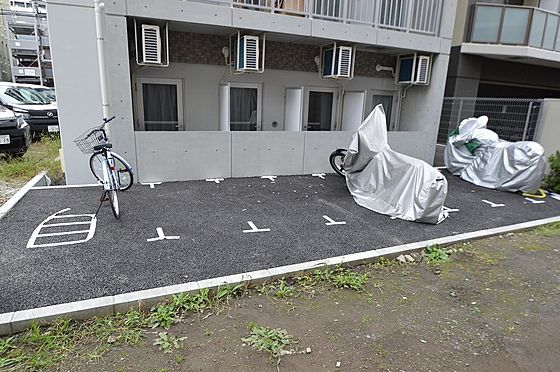 マンション(建物全部)-川崎市川崎区南町 入居者専用の駐車場&バイク置き場