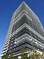 平成26年築、地上33階地下1階建ての免震タワーマンション。総戸数600戸のビッグコミュニティで、最上階33階に集約した充実の共用施設。ペット飼育も可能です。(細則有)