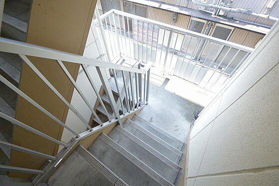 アパート-松阪市清生町 手摺り等の鉄部塗装する事でイメージアップに繋がります。