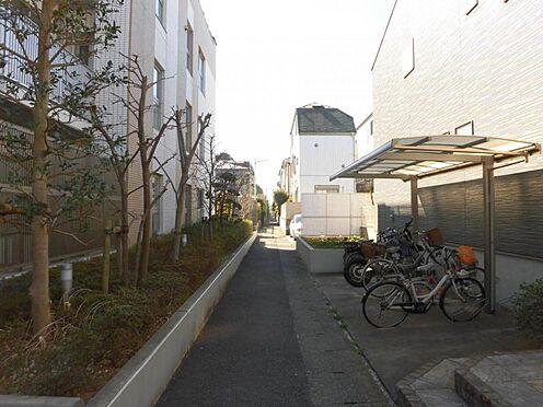 アパート-世田谷区玉堤1丁目 前面通路(東側).