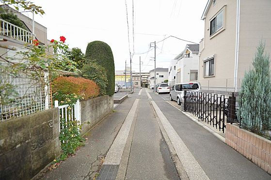 マンション(建物一部)-横浜市戸塚区原宿4丁目 前面道路は幅員約3.92m。