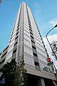 平成26年築、ガラスウォールを多用したスタイリッシュな外観の免震タワーレジデンスです。