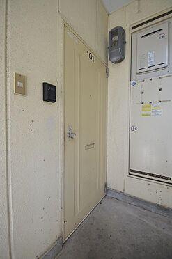アパート-松阪市清生町 個別投函ポスト付きの玄関ドア。モニターホン設置部屋も有ります。