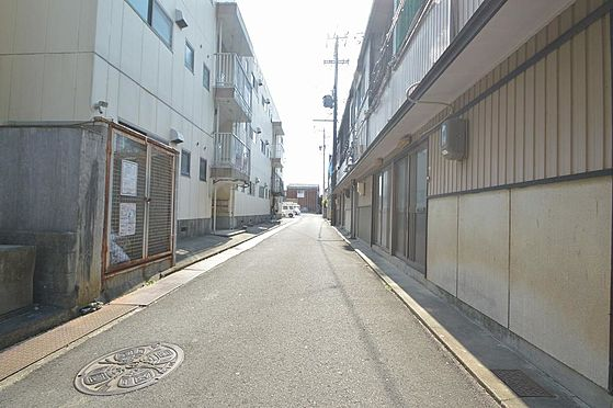 アパート-松阪市清生町 交通量が少なく小さいお子様も安心な前面道路。