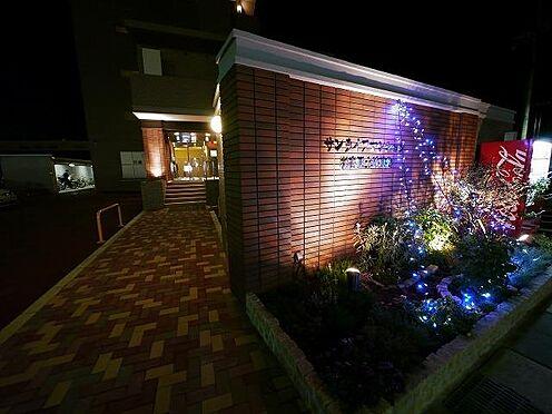 マンション(建物全部)-東広島市高屋町杵原 道路から見た建物